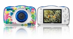 large nikon coolpix w100 4